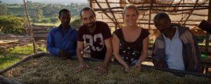 Die Gründer von Direct Coffee bei Kaffeebauern in Westäthiopien