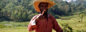 Kaffeebauer in Westäthiopien vor Kaffeewald